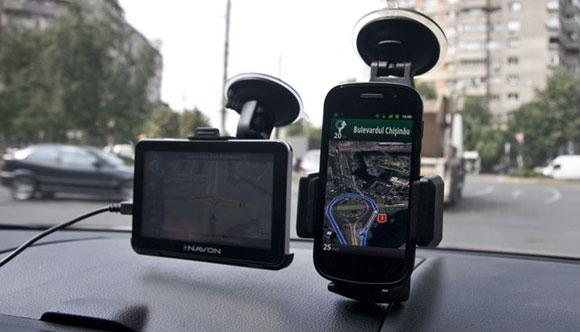 Care sunt avantajele folosirii asccesoriilor pentru telefoane tip suport auto?