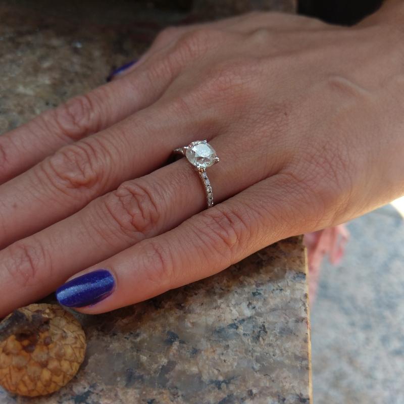 Cum se aleg inelele de logodna cu diamante?